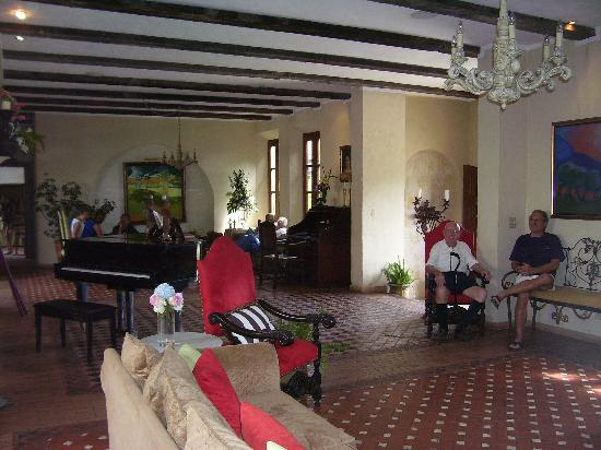 La Casa de Lourdes Outdoor Spa : The lovely reception/waiting area