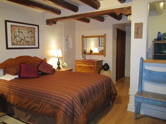 Inn at Pueblo Bonito Santa Fe: Authentic adobe pueblo style compound in downtown Santa Fe