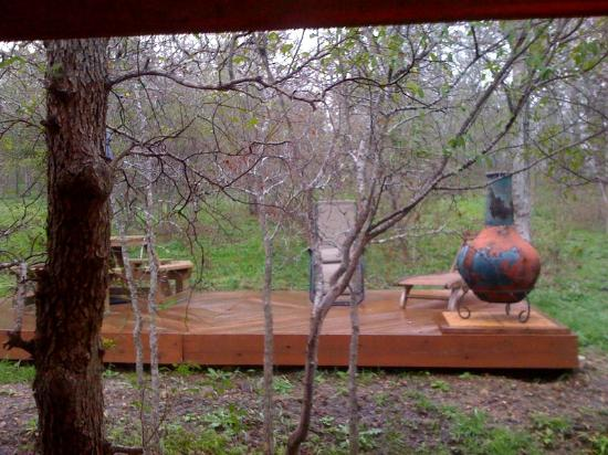 Decker Creek Bed & Breakfast & Biscuit : Backyard deck of Cabin #2