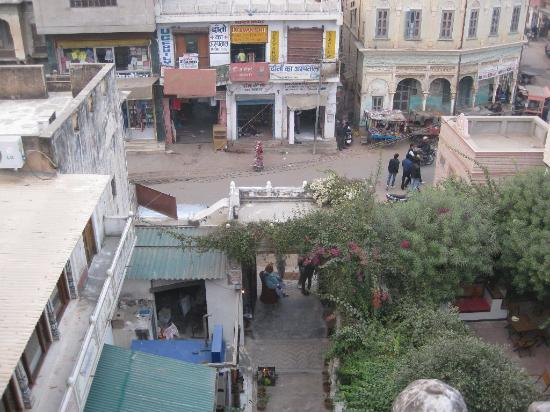 Hotel Mandawa Haveli: Street View from front room