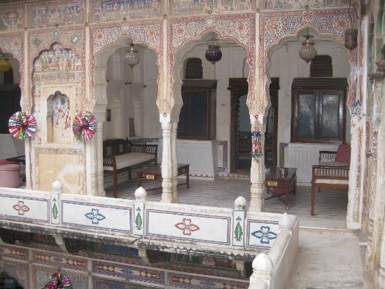 Hotel Mandawa Haveli: First Floor Walkway
