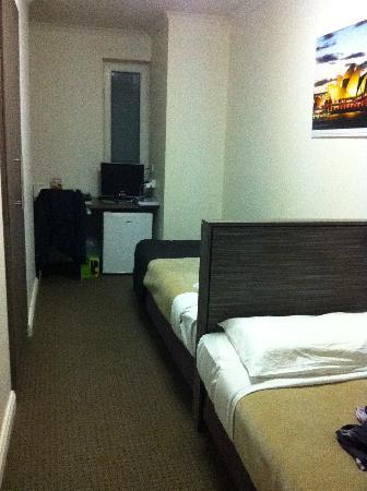 Leisure Inn Sydney Central : Tiny room