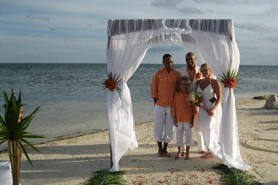 Coco Beach Resort: Ceremony on the beach