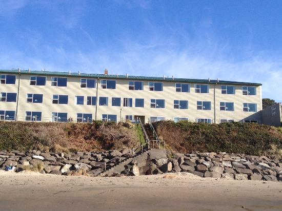 Pelican Shores Inn: pic of the place from the beach