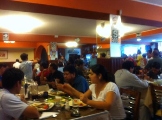 Chepita Royal Restaurant : Entusiasmo en el primer piso