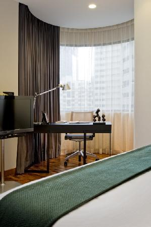 Fraser Residence Orchard, Singapore: Three Bedroom Residence - Bedroom with working desk
