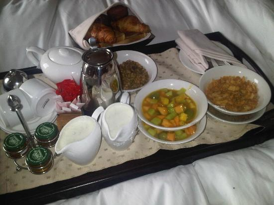 Southern Sun Hyde Park Sandton: Breakfast in Bed