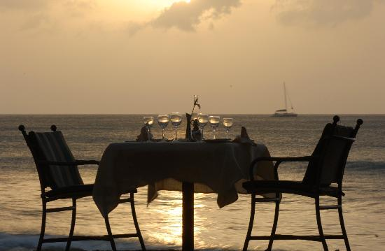 East Winds : Have Dinner on the Beach