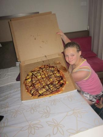 Pizza King/Wishbone Chicken: That really is a LARGE pizza!