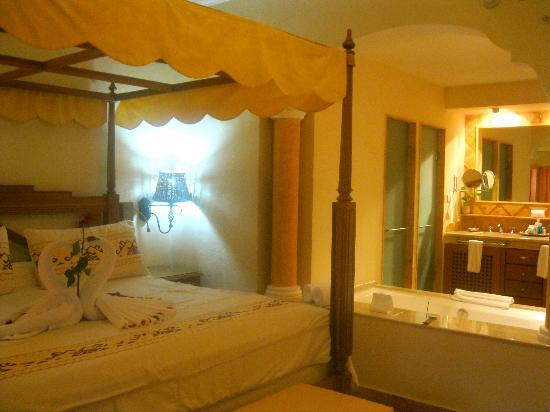 Excellence Riviera Cancun: King Bed and Jacuzzi Suite