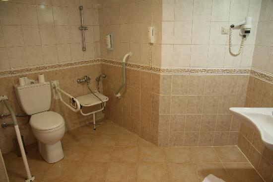 Silence Beach Resort: Bathroom for disabled - I agreed to move to this room, as it was much larger than the standard r