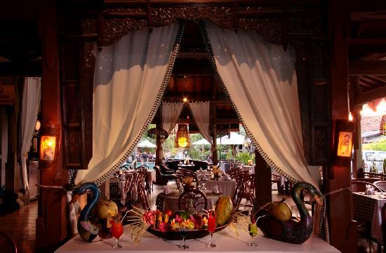 Adi Dharma Cottages: restaurant interior