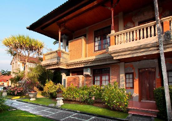 Adi Dharma Cottages: garden
