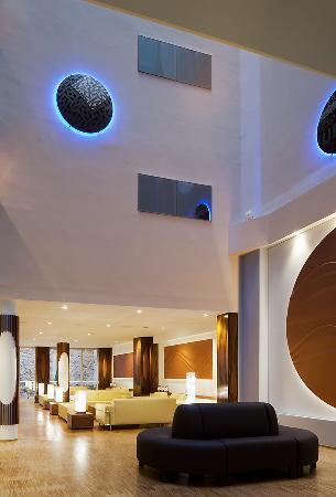 Ako Suite Hotel: Salon