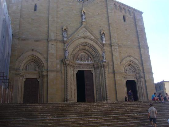 Piazza Grande : façade église