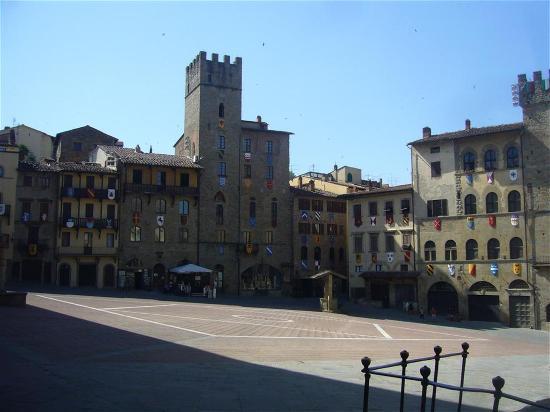 Piazza Grande : piazza