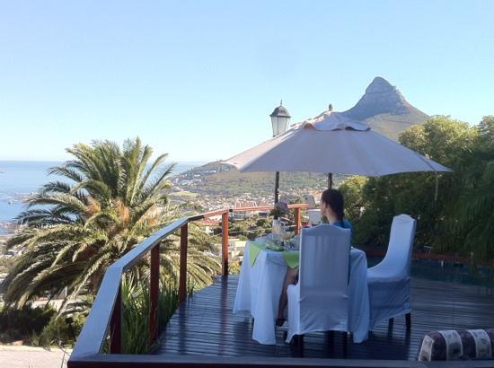 Bateleurs Rontree Bed & Breakfast: Breakfast on the Terrace