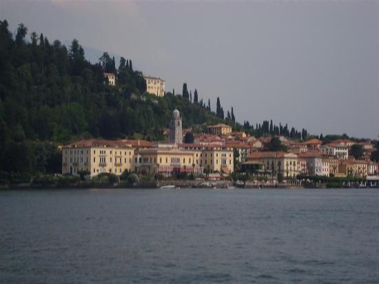 Menaggio : village au bord du lac