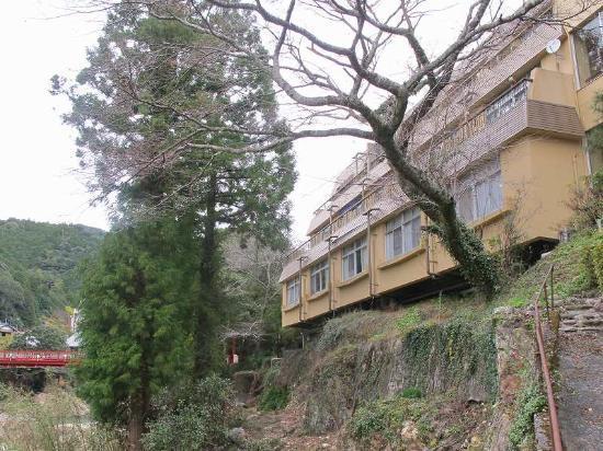 Yunokaze Hazu : 川側からの外観