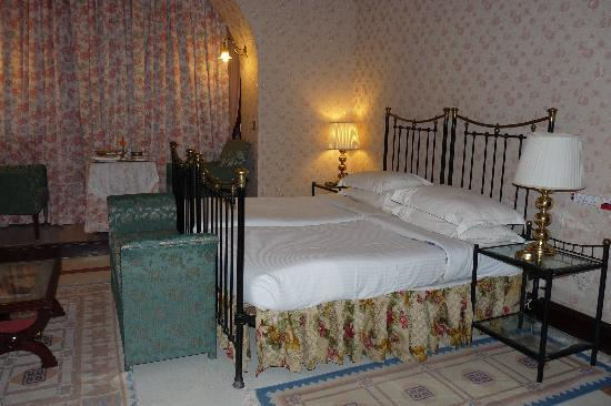 chambre partie ancienne - Picture of Gajner Palace Hotel ...
