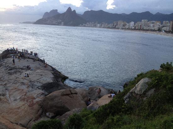 Ipanema Beach: Viewing rock at eastern end of beach