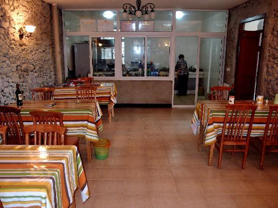 Jacky's Guesthouse: Jacky's Dining Room and Kitchen