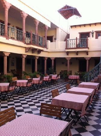 Ratan Vilas: restaurant