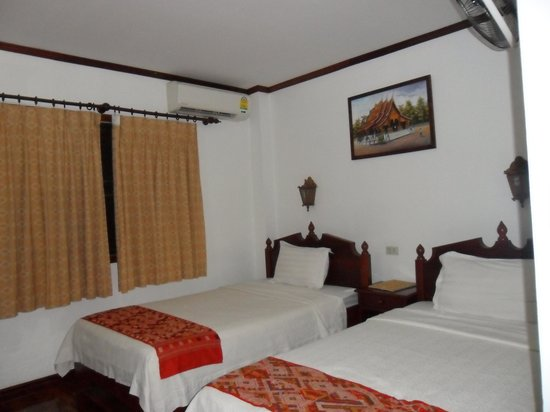 Khampiane Hotel: hotel room