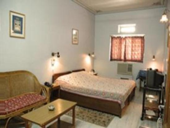 Tara Niwas: room