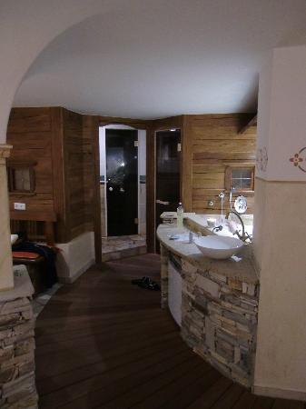 sauna bereich im keller picture of chalet tschallener pension ried im oberinntal tripadvisor. Black Bedroom Furniture Sets. Home Design Ideas