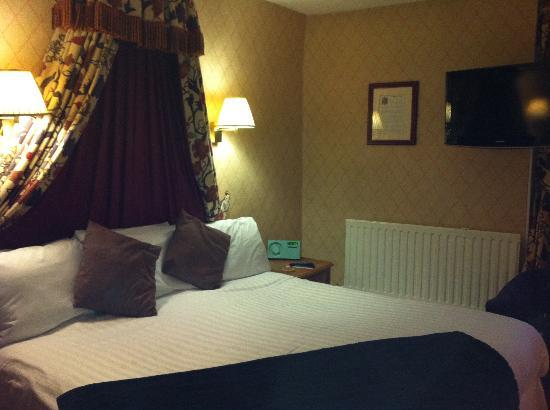 Redesdale Arms Hotel: Bed from another angle!