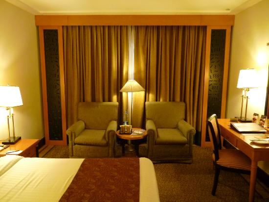 Pearl Continental Lahore: Bedroom at the second floor - can hear people milling about outside