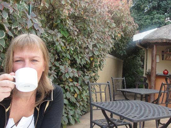 โรงแรมเดอะแซฟฟรอนเฮ้าส์: desayuno al aire libre