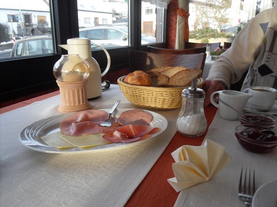 Zur Neroburg: frühstück