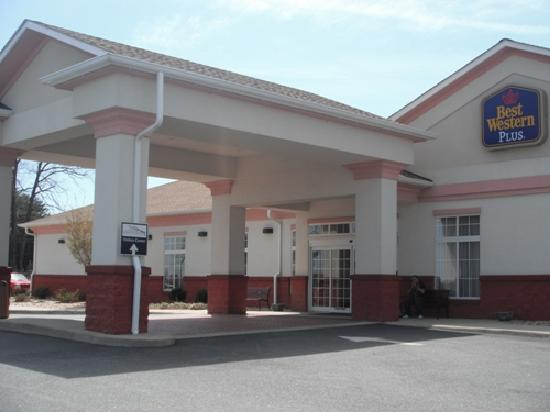 BEST WESTERN PLUS Crossroads Inn & Suites: Enterance