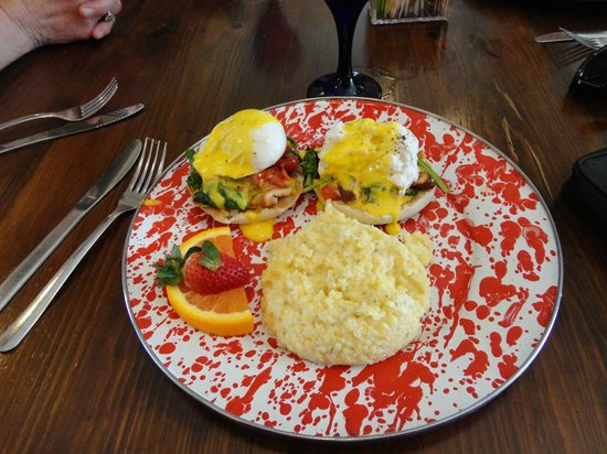 Stone Soup Market & Cafe: Delicious Florentine Eggs Benedict w/southern grits