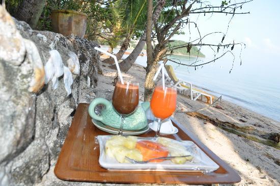 Ban Sabai Big Buddha Retreat & Spa: Breakfast on the beach