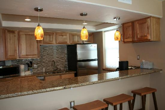 Mountainside Condos: updated kitchen