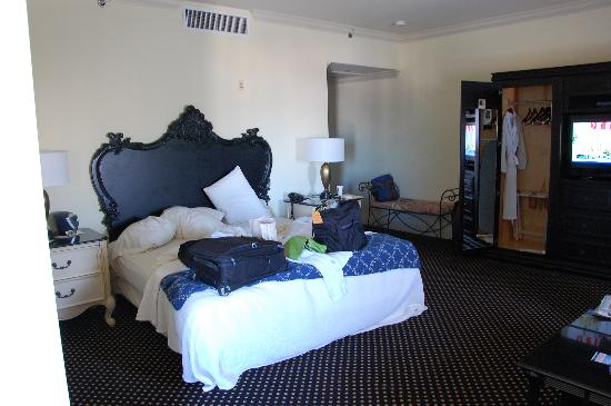 French Quarter Inn: An extremely large room