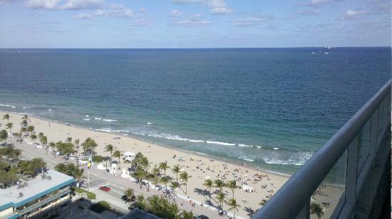 The Ritz-Carlton, Fort Lauderdale: Balcony view of the Atlantic ocean