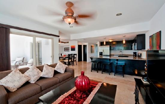 Las Terrazas Resort: Full size living, dining, & kitchen areas in all units