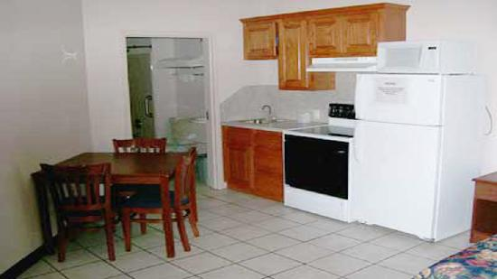 Weston Inn & Suites : Family Suites with Full Kitchen
