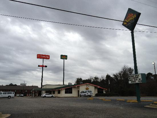 Econo Lodge Florence: A view from the service road
