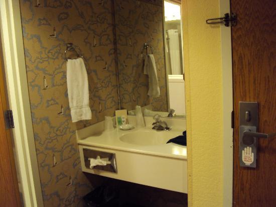 Blue Sail Inn : lavatório separado do sanitário