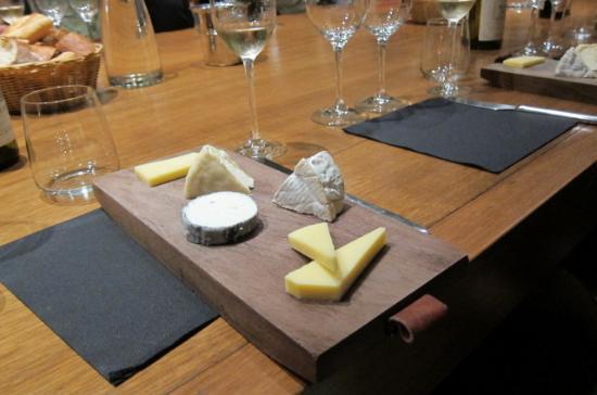 Dégustation de vins à Paris : Cheese plate - delicious !