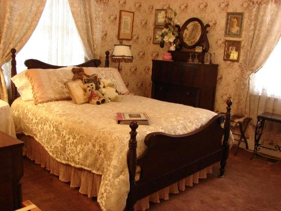 Wise Manor Bed And Breakfast : Margaret's Room/standard bed