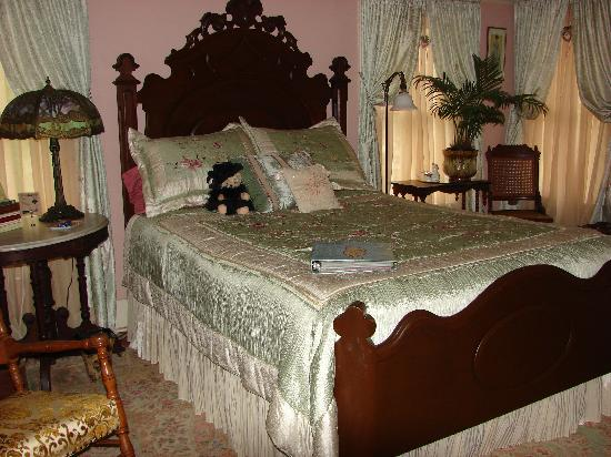 Wise Manor Bed And Breakfast : Ramsay Suite/queen bed, single bed