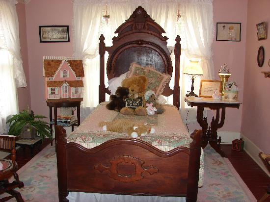 Wise Manor Bed And Breakfast : Katherine's Room/single bed within Ramsay Suite