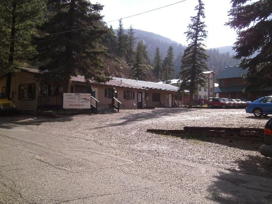 Aspen Lodge: Front view