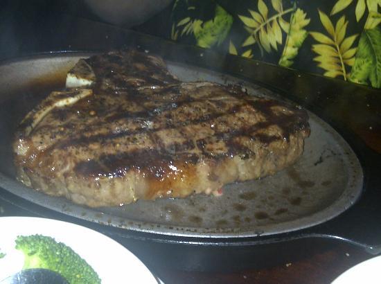 Okeechobee Steakhouse: Friend's Porterhouse looked wonderful!
